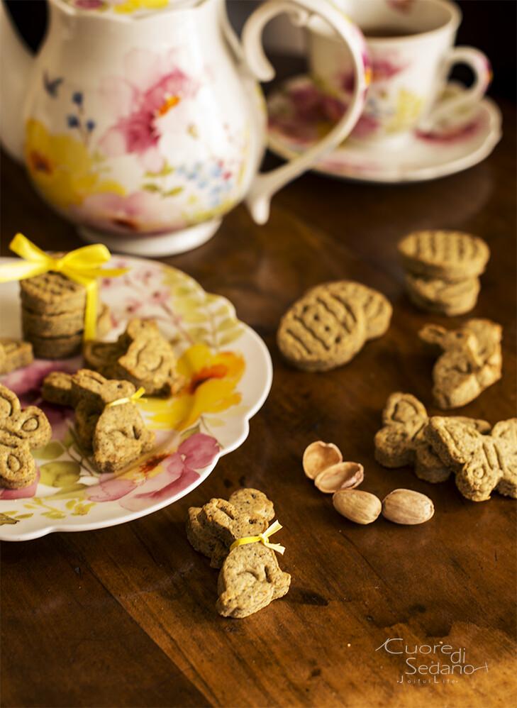 Frollini salati con farina di canapa e pistacchi