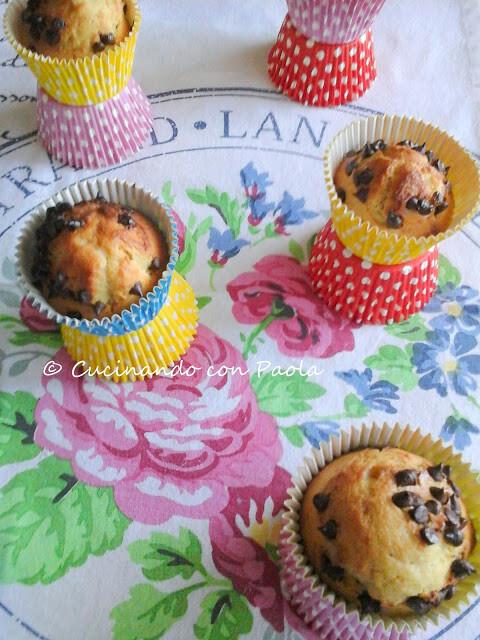 Muffin ricetta base allo yogurt e con gocce di cioccolato (senza burro)