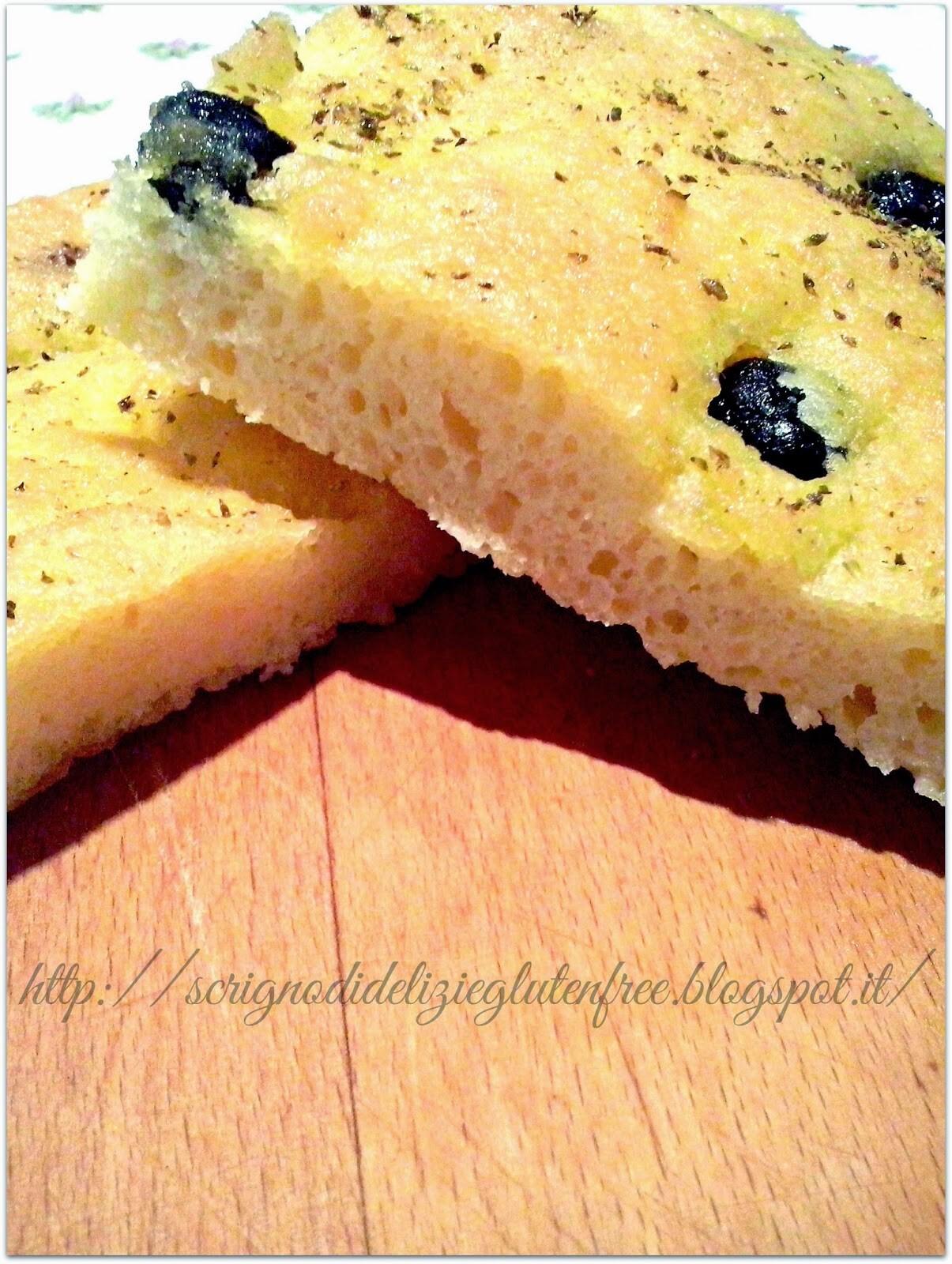 Focaccia gluten free con olive e rosmarino