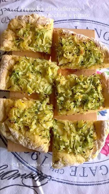 Focaccia allo zafferano con zucchine e patate