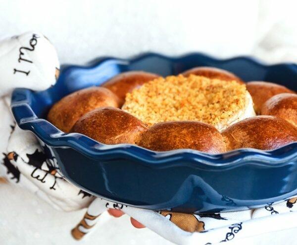 Corona di Panbrioche con Camembert Roti | Arifa e Pasta Madre Essiccata