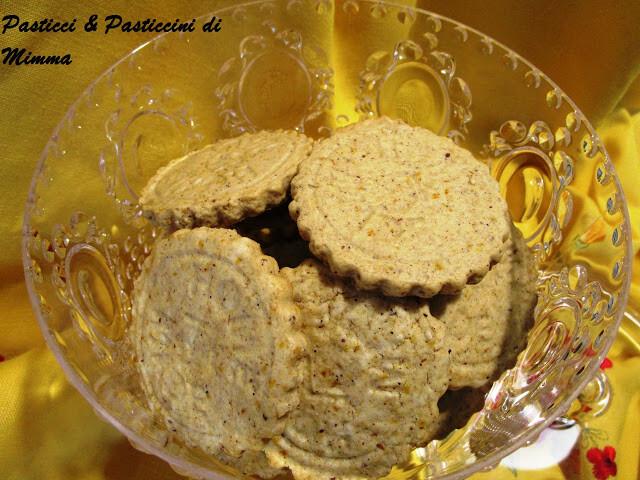 Biscotti di frolla vegan, noci, mandorle e spezie