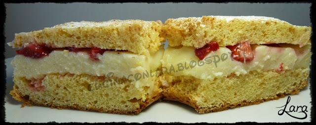 Torta paradiso integrale con crema pasticcera e fragole