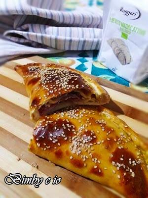 Calzone con prosciutto e formaggio