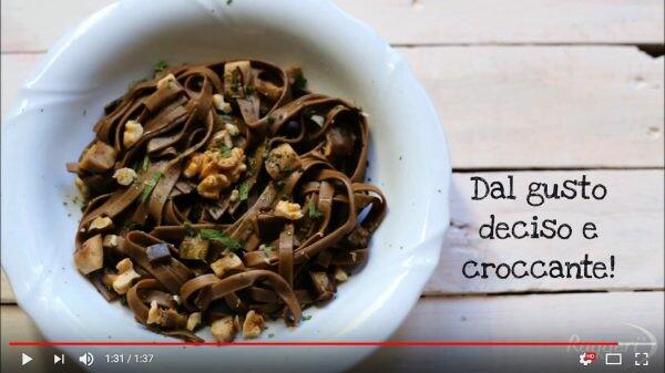 Video tutorial Tagliatelle ai malti con noci e melanzane