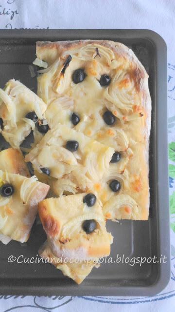 Focaccia di Grano Duro e Mais con Cipolle e Olive