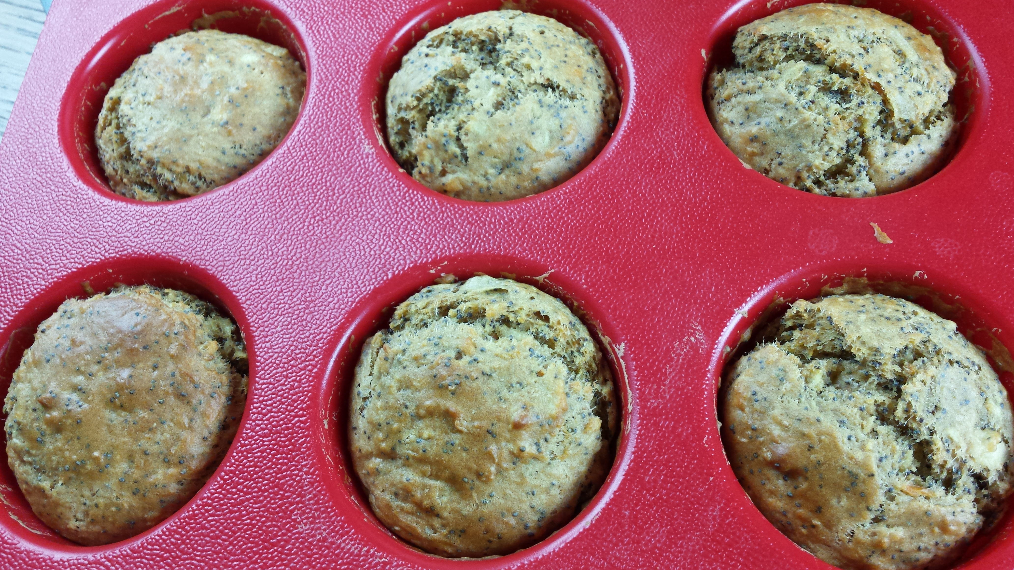 Muffin vegani alla frutta e semi di papavero