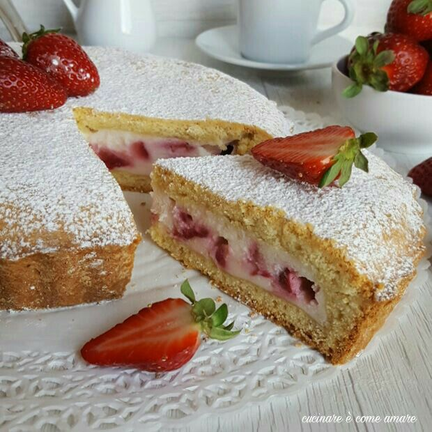 Torta crostata con ricotta e fragole