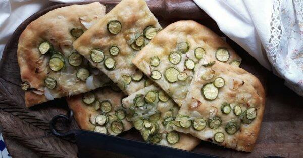 Focaccia zucchine e cipolla bianca | Arifa Farina Bio